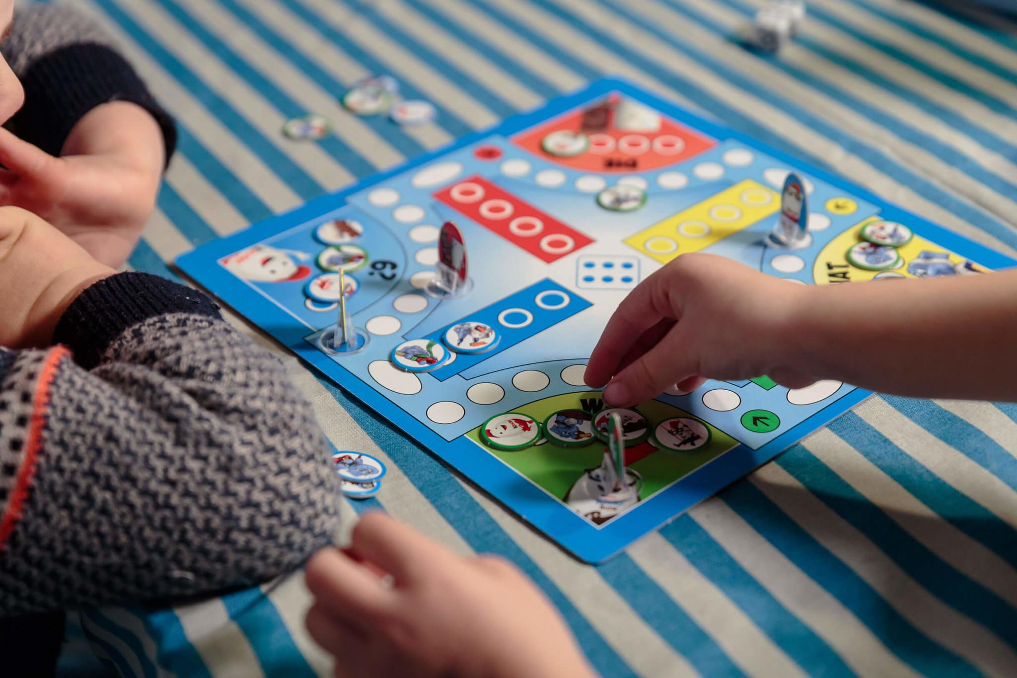 Brettspiel mit Werbung Kinder Ferrero