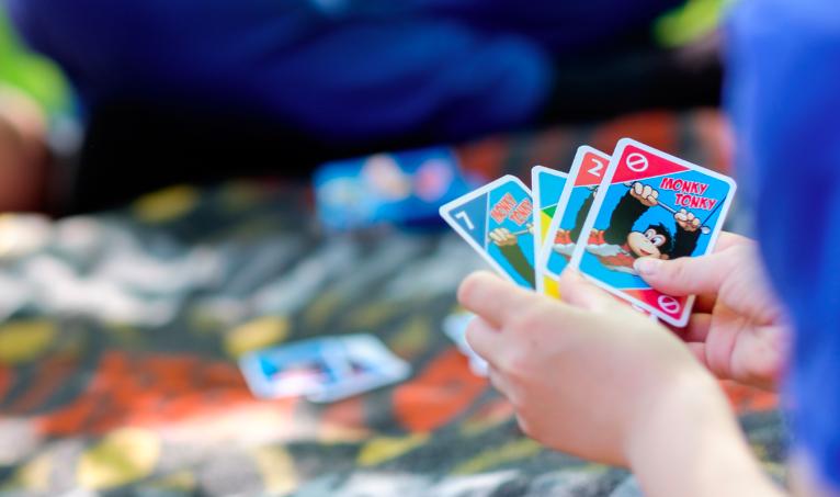 Kartenspiel mit Werbung