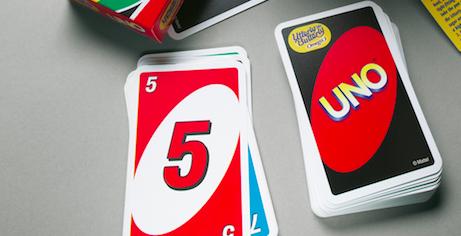 Uno Kartenspiel mit logo