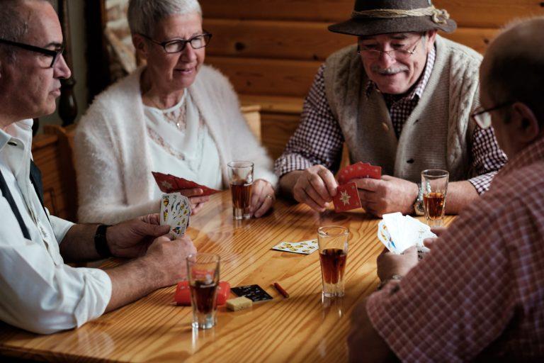 Original Schaffhauser Spielkartenmotive Leute haben Spass mit Jass Spielkarten